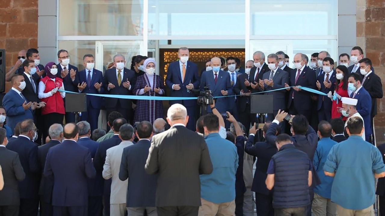 Erdoğan, Ahlat Gençlik Merkezi'nin açılışını yaptı