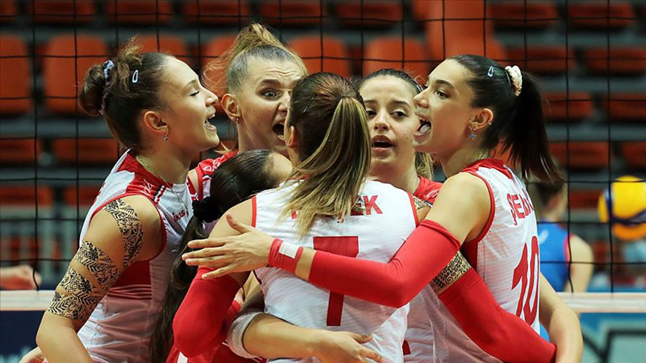 Genç kızlar şampiyon