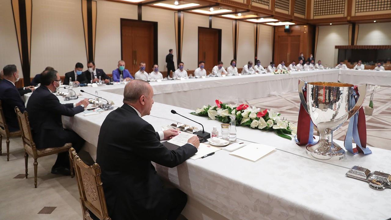 Başkan Erdoğan, yönetim ve futbolcuları kabul etti