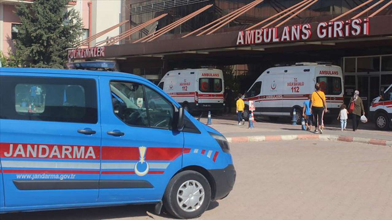 Askeri araç devrildi: 5'i asker 16 kişi yaralandı