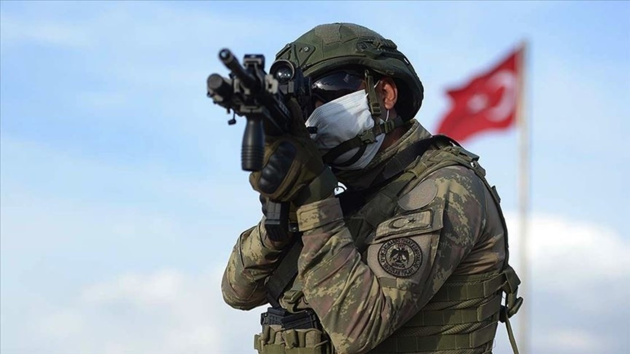 Rejim ordusundan 'protesto gösterisi' oyunu