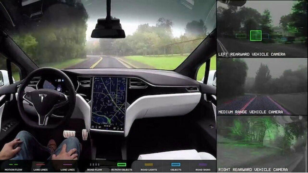 Tesla'da kamera endişesi