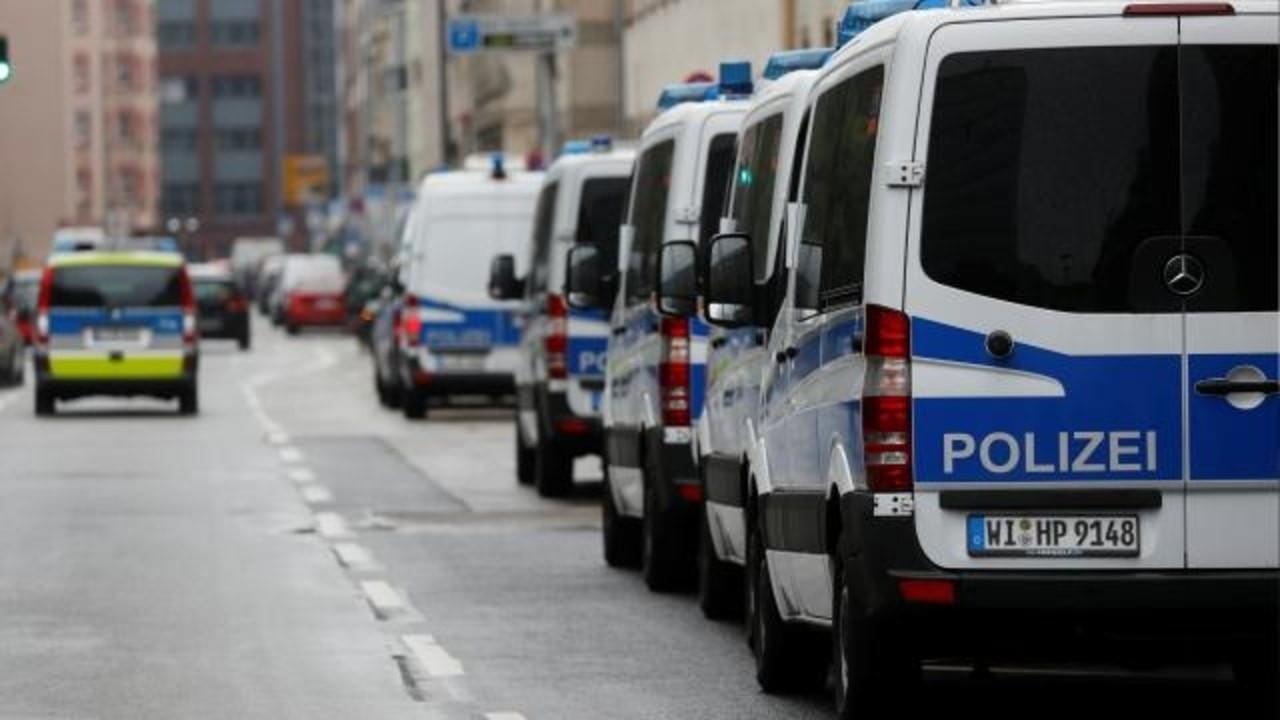 Almanya'da bazı polislerin evine arama