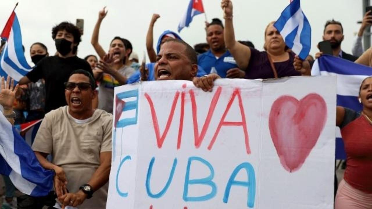 ABD'deki Kübalılar da sokaklara döküldü