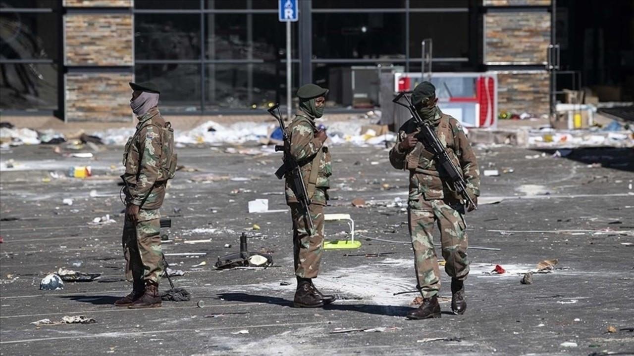 Güney Afrikalılar, sokaklarda nöbet tutuyor