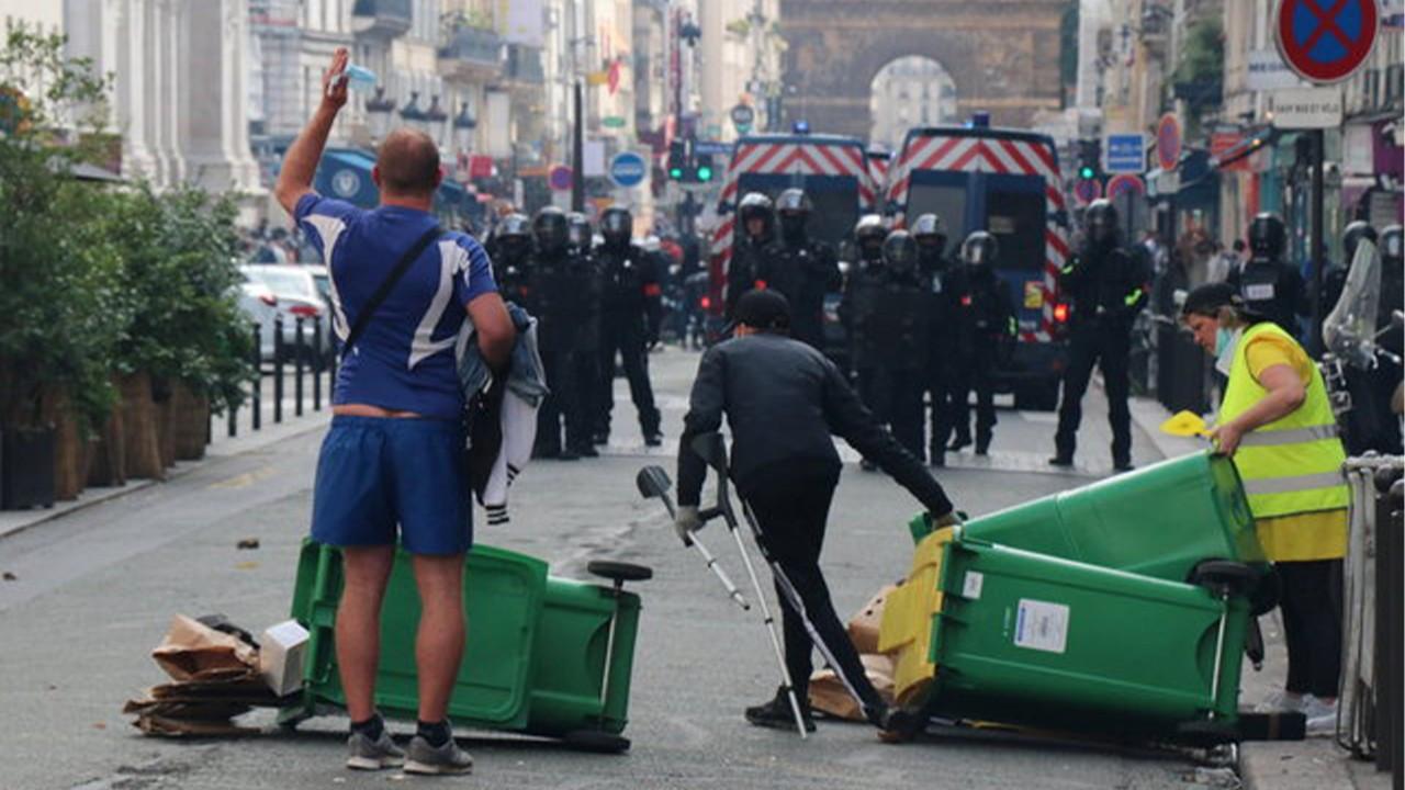 Fransa'da Macron yönetimi protesto edildi