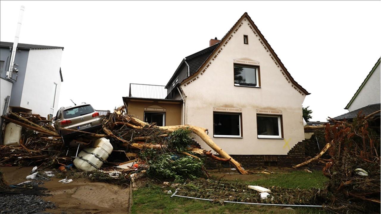Almanya'da selde ölenlerin sayısı 103'e yükseld