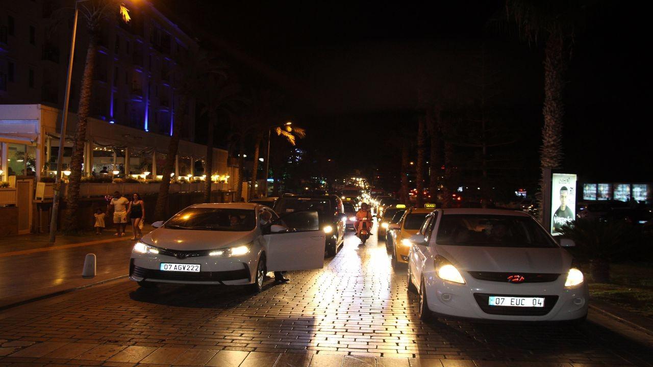 Antalya'da bayram tatili yoğunluğu
