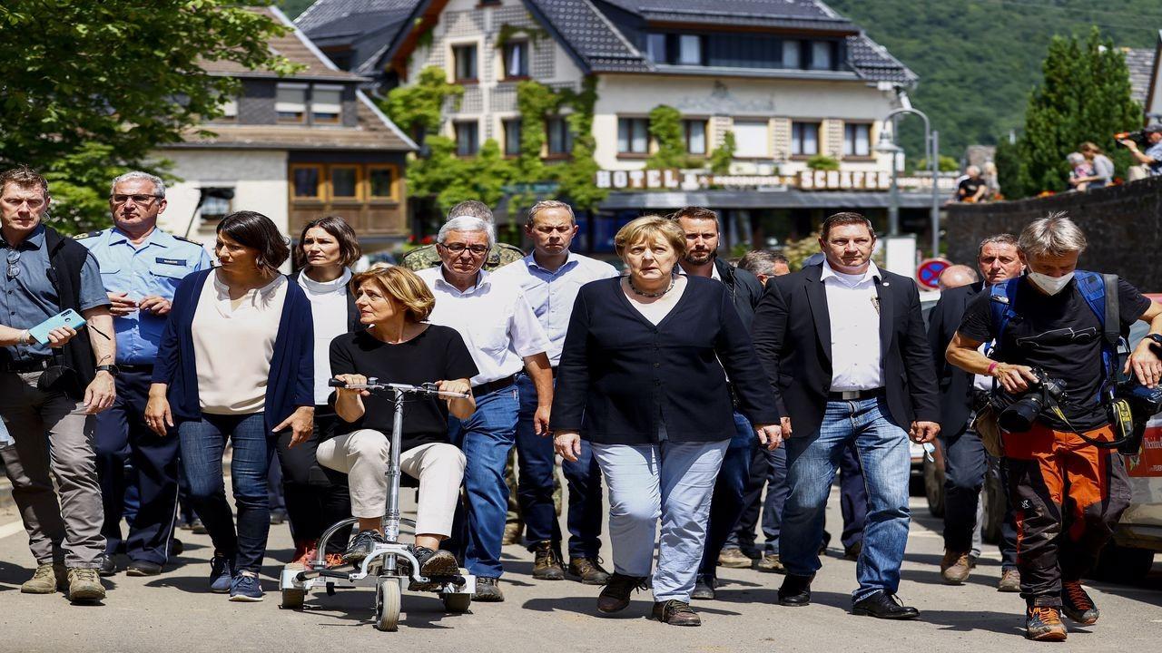 Merkel, sel bölgesinde incelemelerde bulundu
