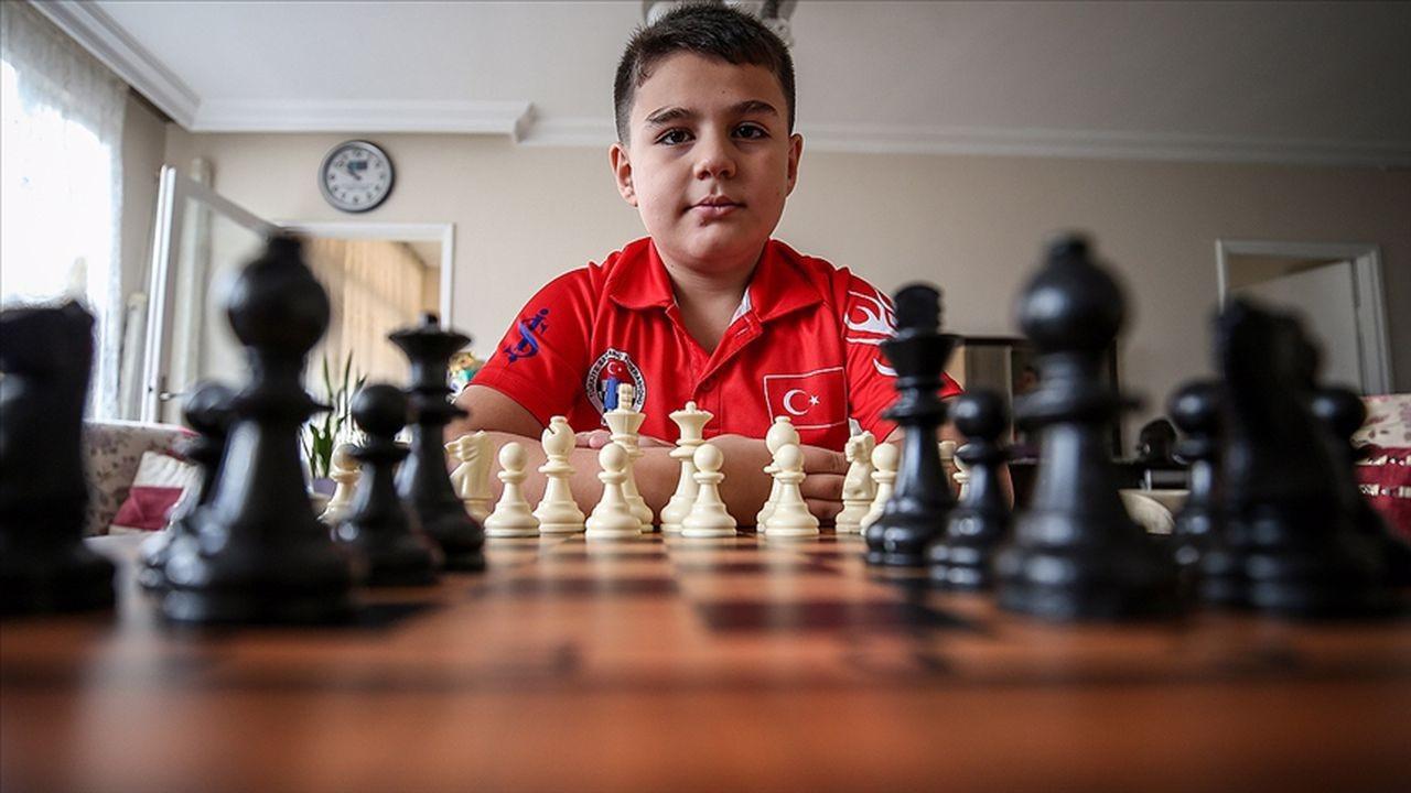 Satrançta 2011 doğumlu Yağız Kaan Erdoğmuş, Ağustos ayı Elo listesinde dünya birincisi oldu