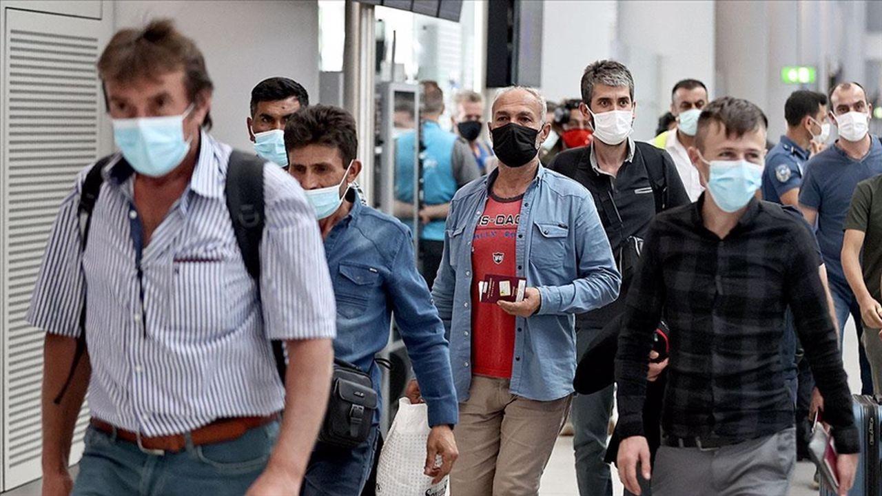 Afganistan'daki Türk vatandaşları yurda getirildi