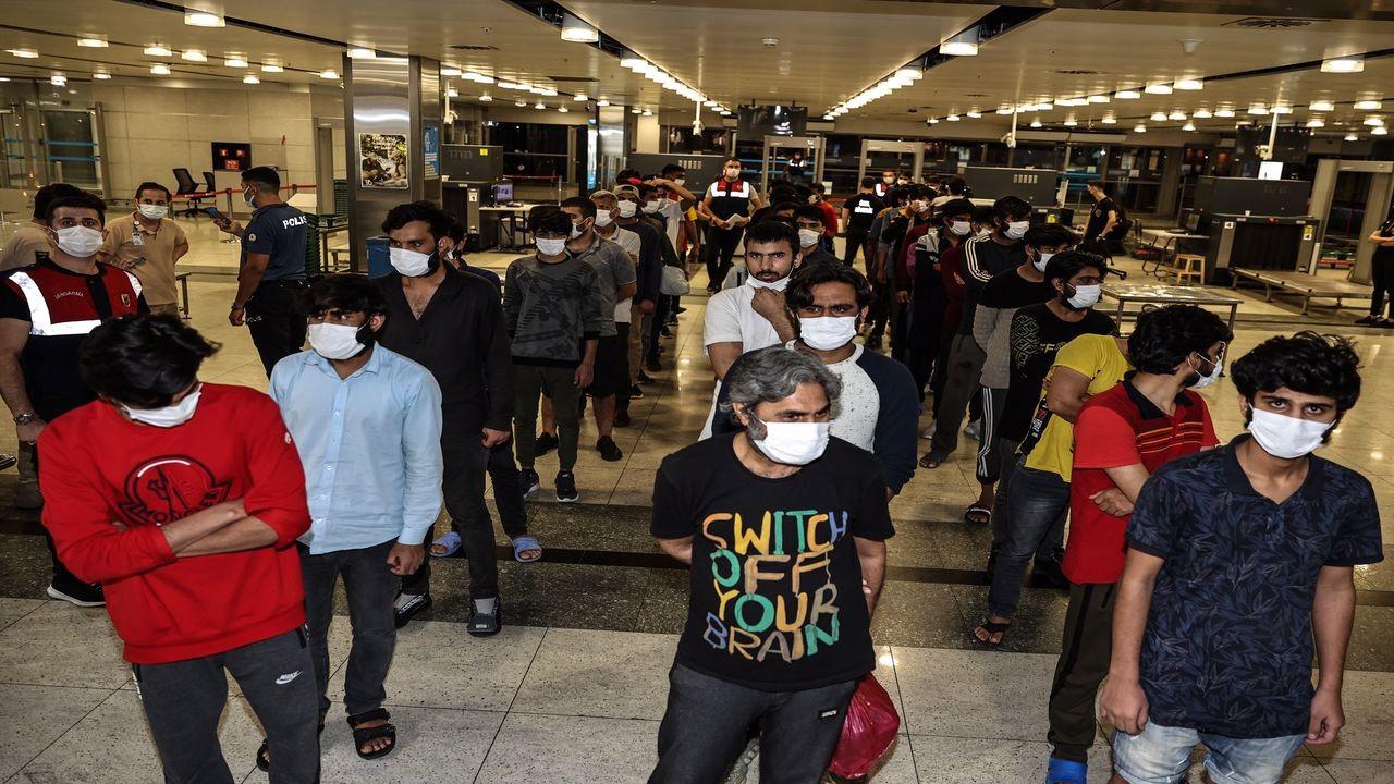 Düzensiz göçmenler sınır dışı edildi