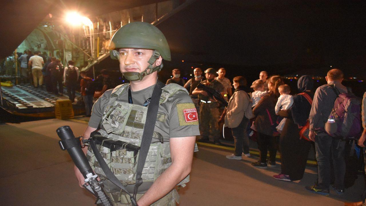 """Türk vatandaşları """"Herkül"""" ile tahliye edildi"""