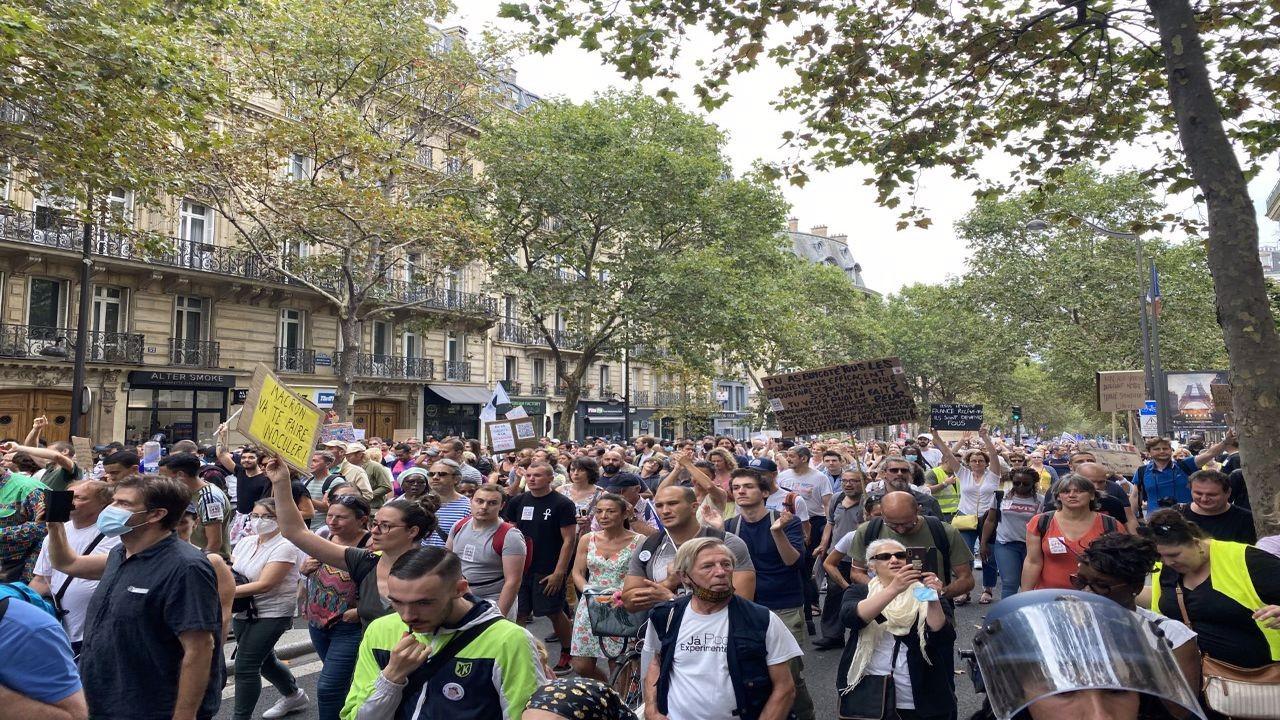 Fransa'da aşı karşıtı gösteriler 6. haftasında