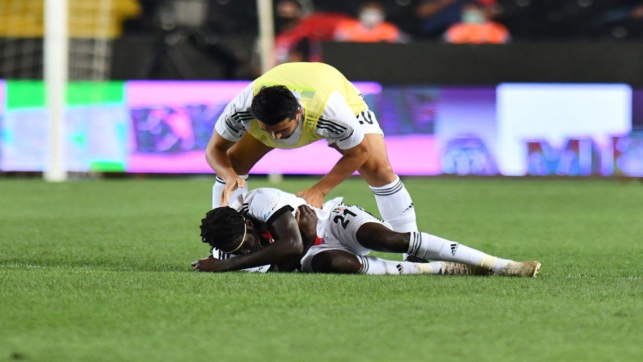 Beşiktaşlı futbolcu N'Sakala, hastaneye kaldırıldı