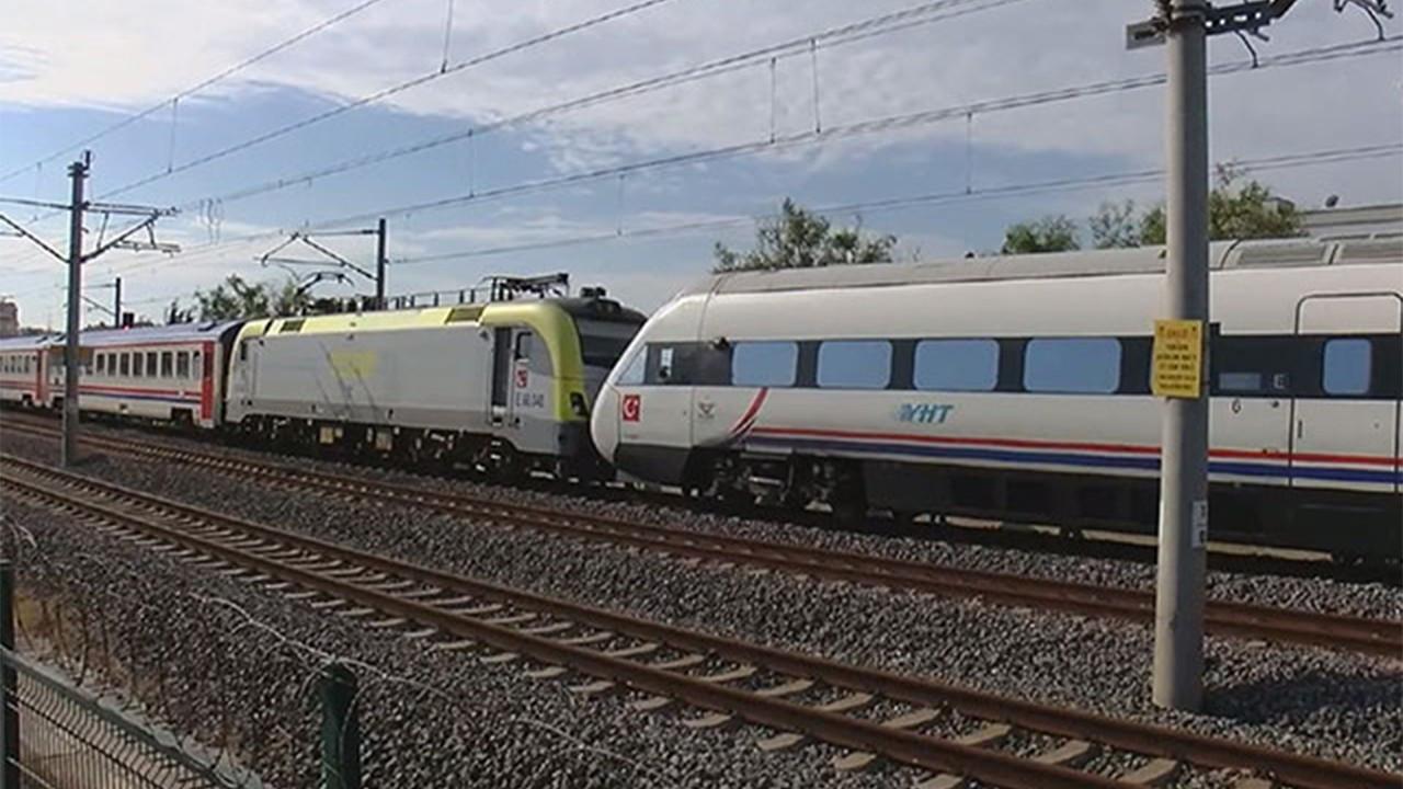 Tuzla'da iki tren kafa kafaya geldi