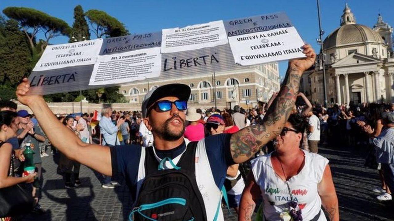 İtalya'da polisten aşı karşıtlarına operasyon