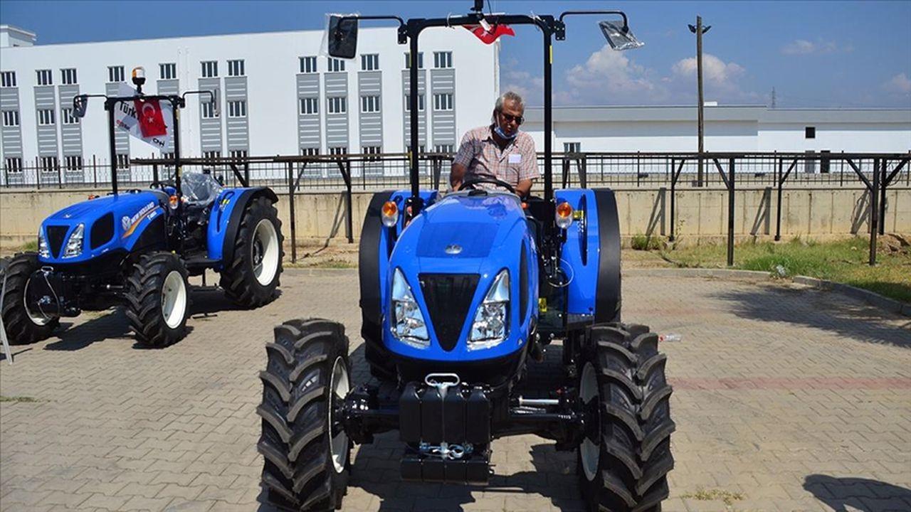 Manavgatlı çiftçiler yeni traktörlerine kavuştu