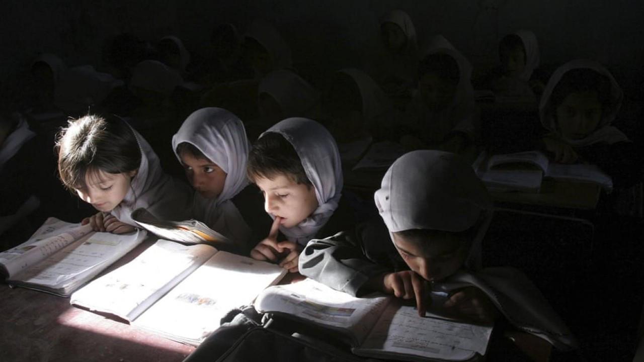 Taliban karma eğitime son veriyor