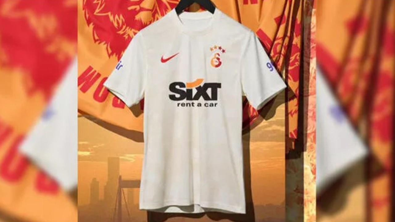 Galatasaray üçüncü formasını tanıttı
