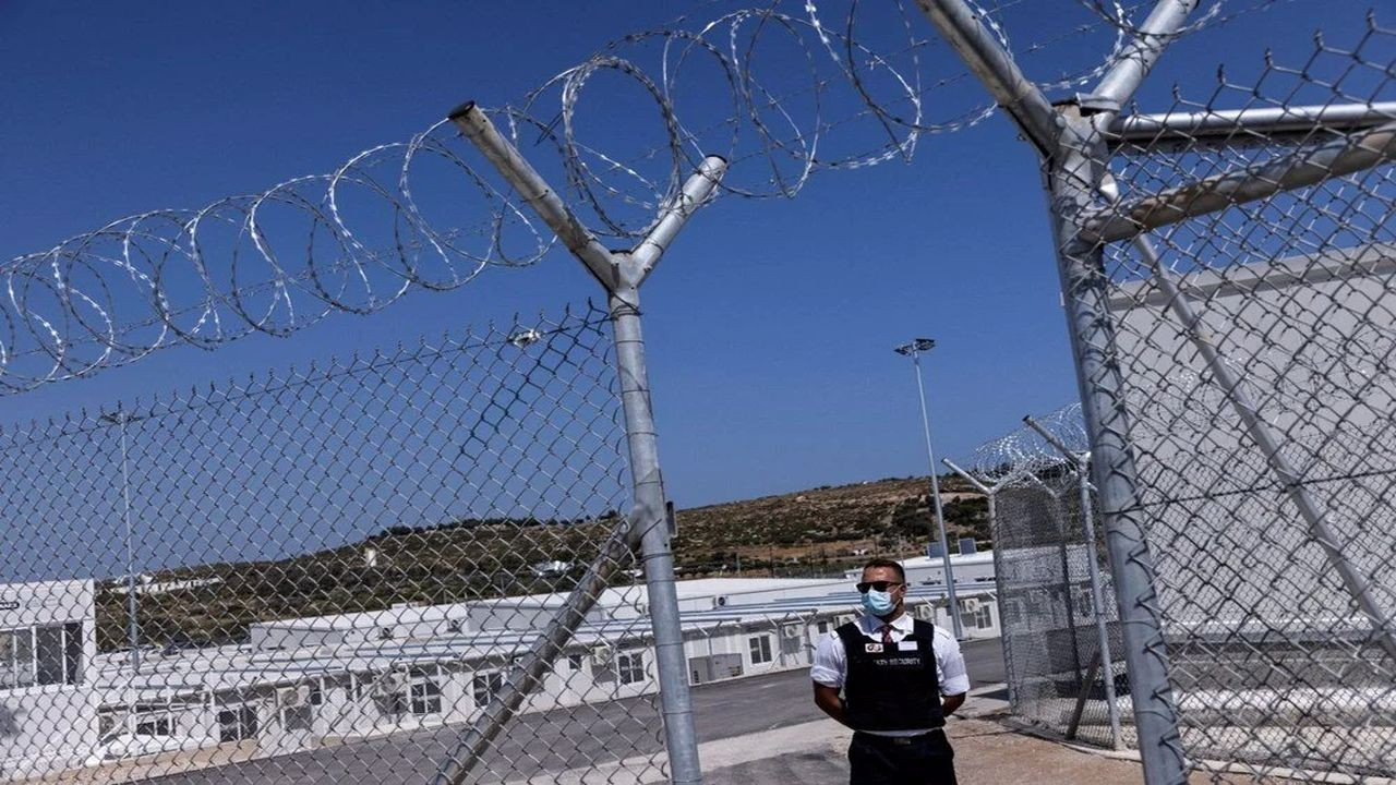 Yunanistan'ın kapalı mülteci kampı açıldı