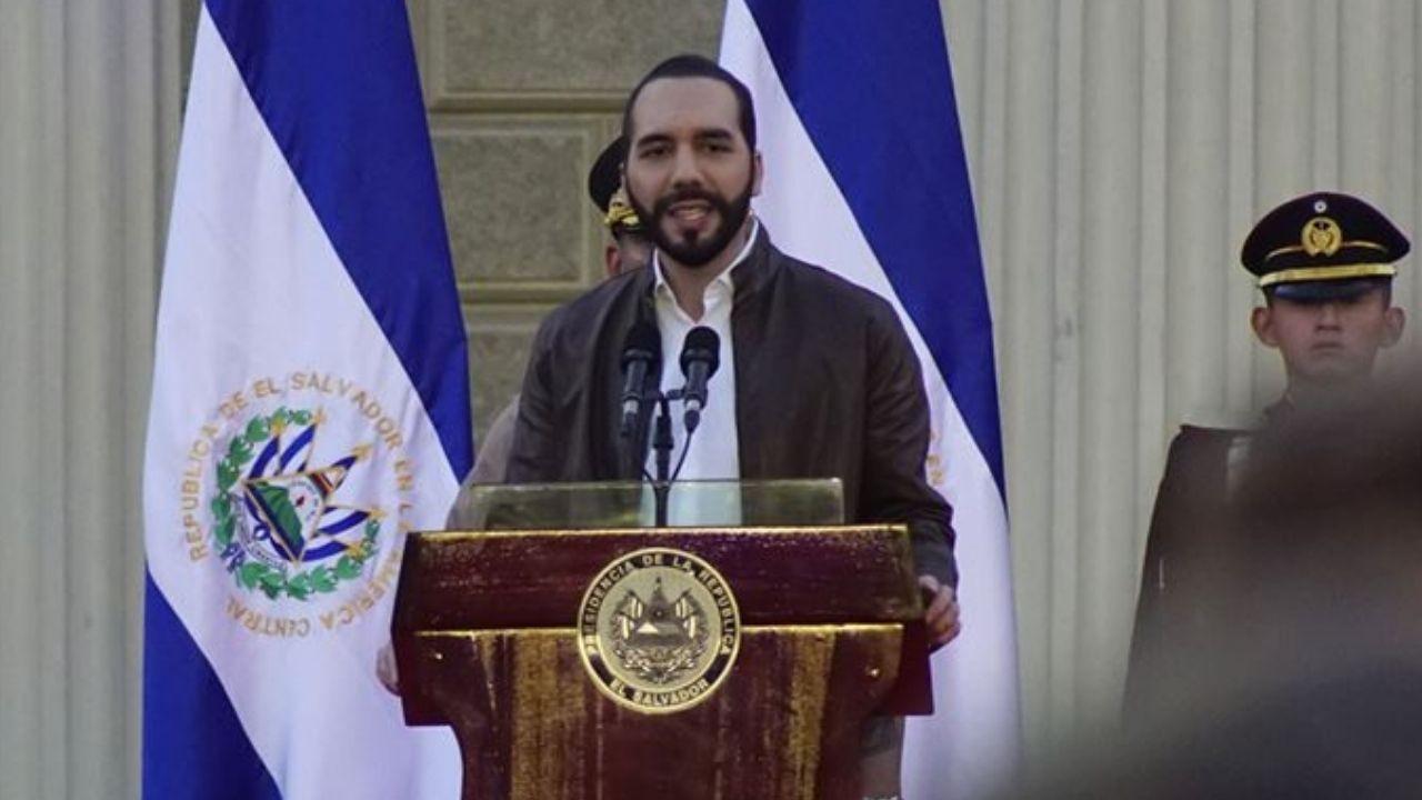 El Salvador Devlet Başkanı kendisini diktatör