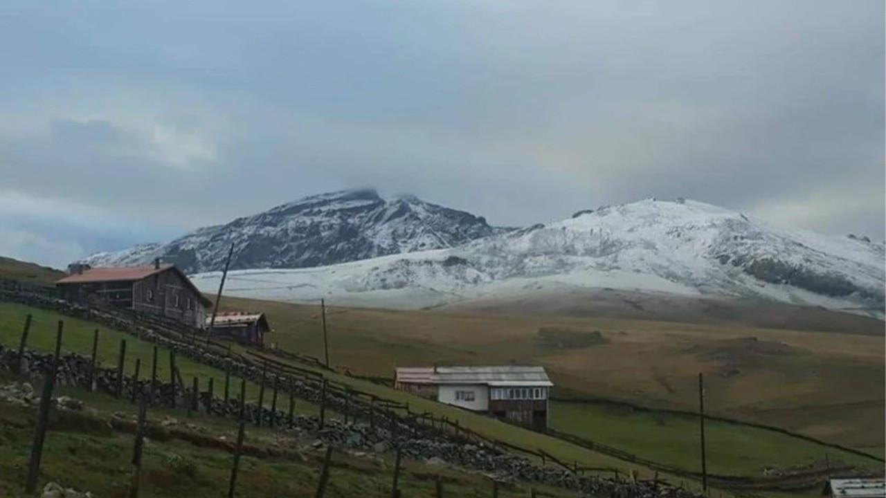 Doğu Karadeniz'in yüksek kesimlerine kar yağdı