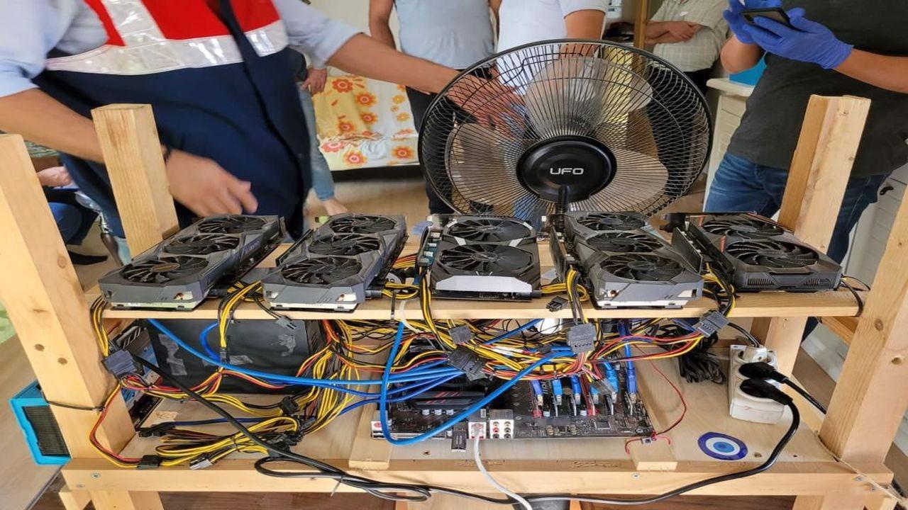 İzmir'de kripto para cihazları ele geçirildi