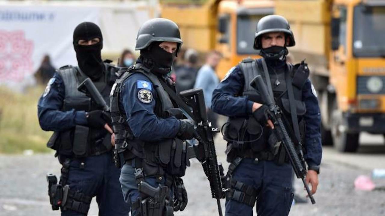 Kosova Sırbistan sınırında plaka gerginliği