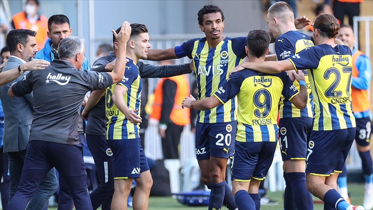 Fenerbahçe liderliğini sürdürdü