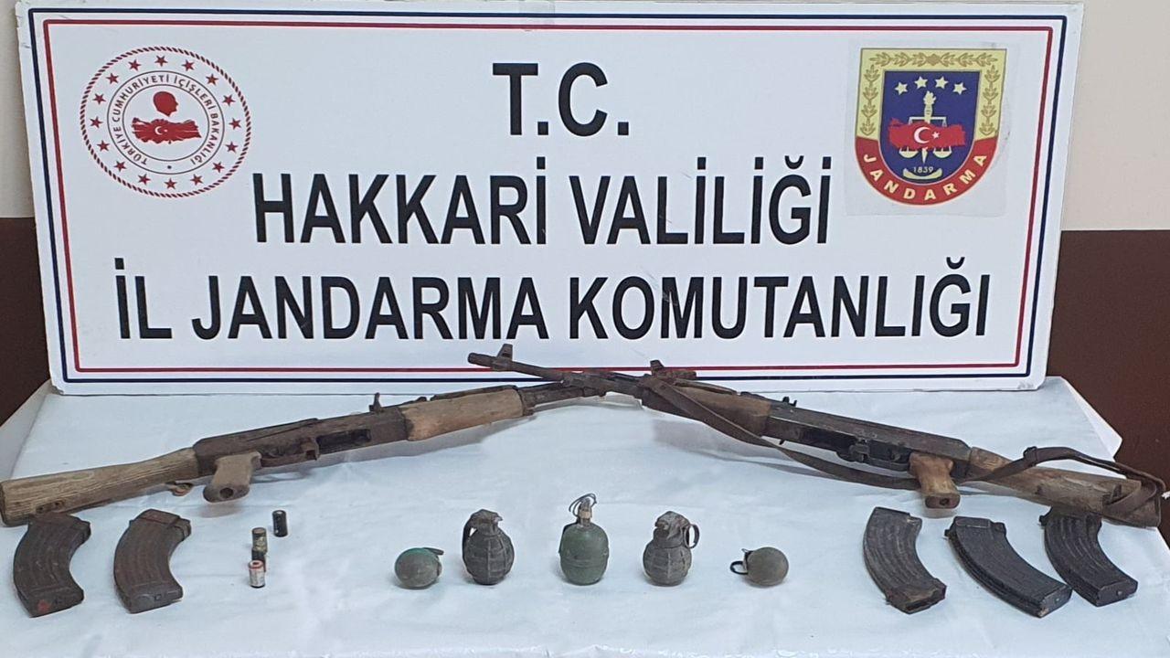 Hakkari'de silah ve el bombaları ele geçirildi