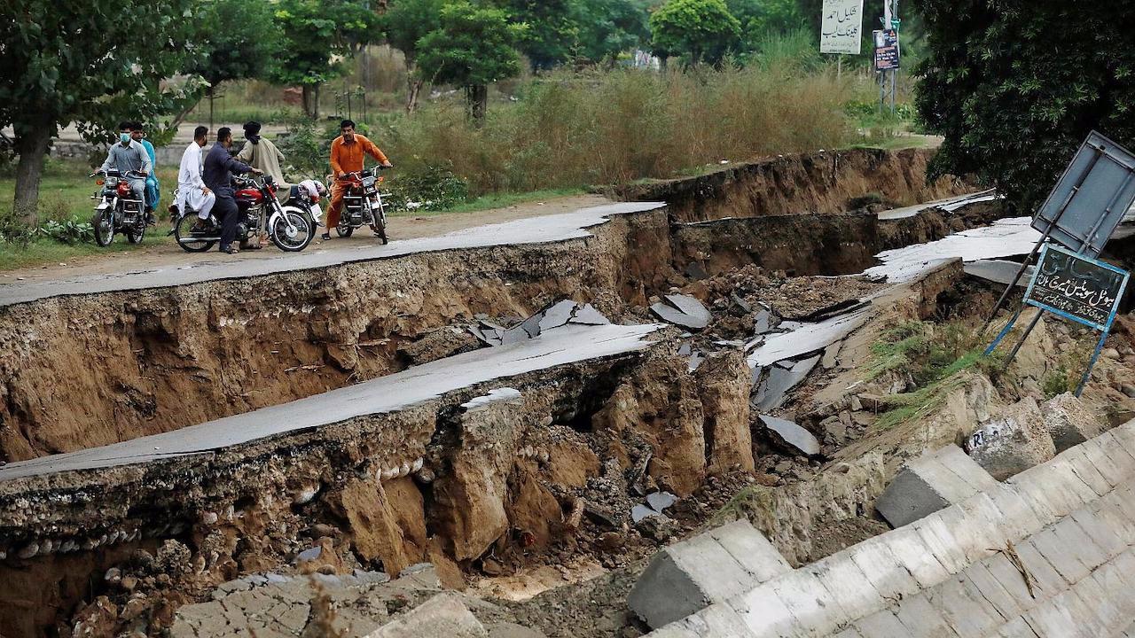 Pakistan 5,9'luk depremle sarsıldı