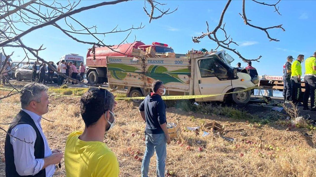 Isparta'da trafik kazası, 1 ölü 6 yaralı