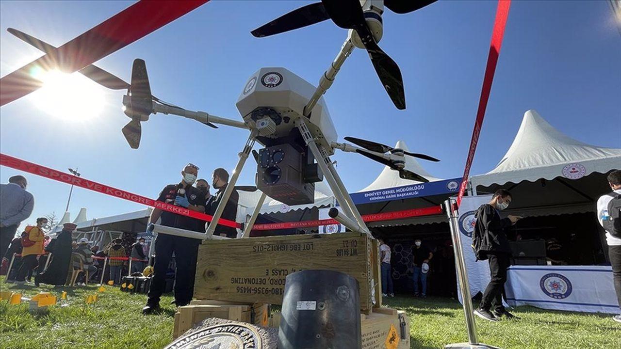Lazer silahlı dronu 'Eren' festivalde ilgi gördü