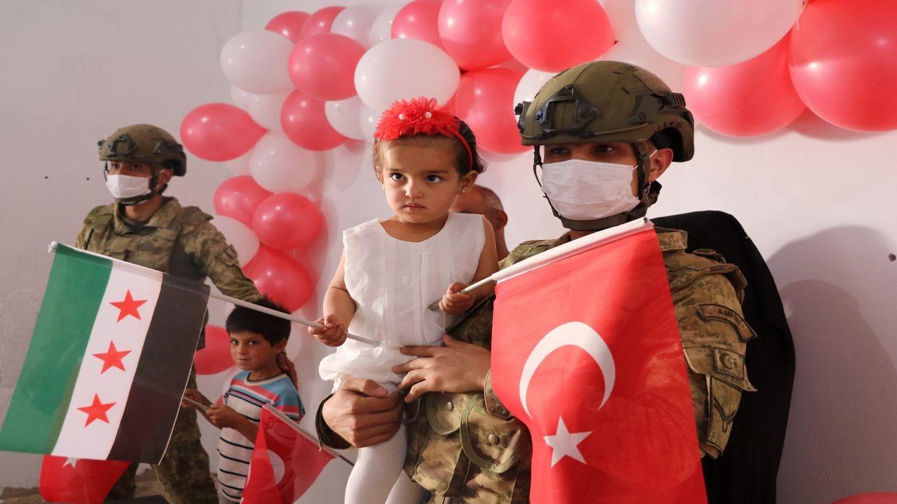 """""""Pınar"""" bebeğe Mehmetçik'den doğum günü kutlaması"""