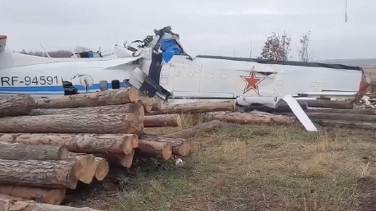 Paraşütçü taşıyan uçak düştü, 16 kişi öldü