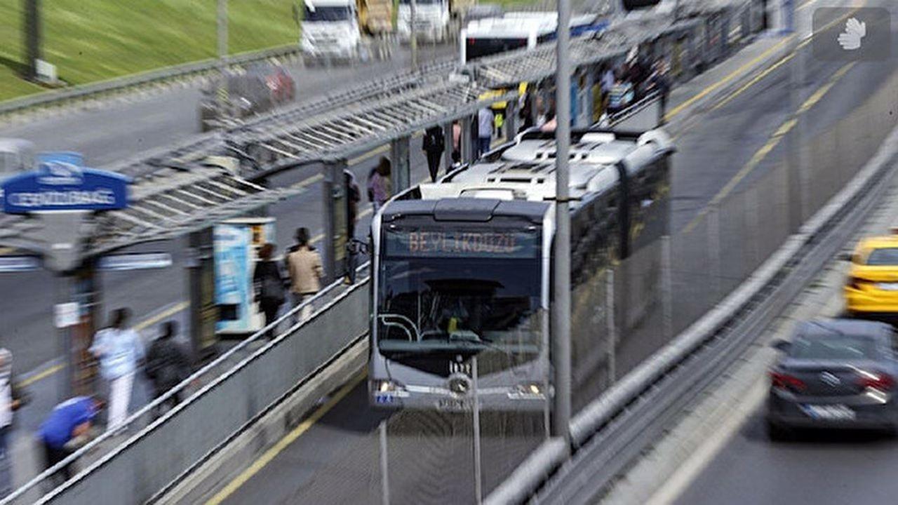 Beylikdüzünde metrobüs arızalandı, kuyruk oluştu