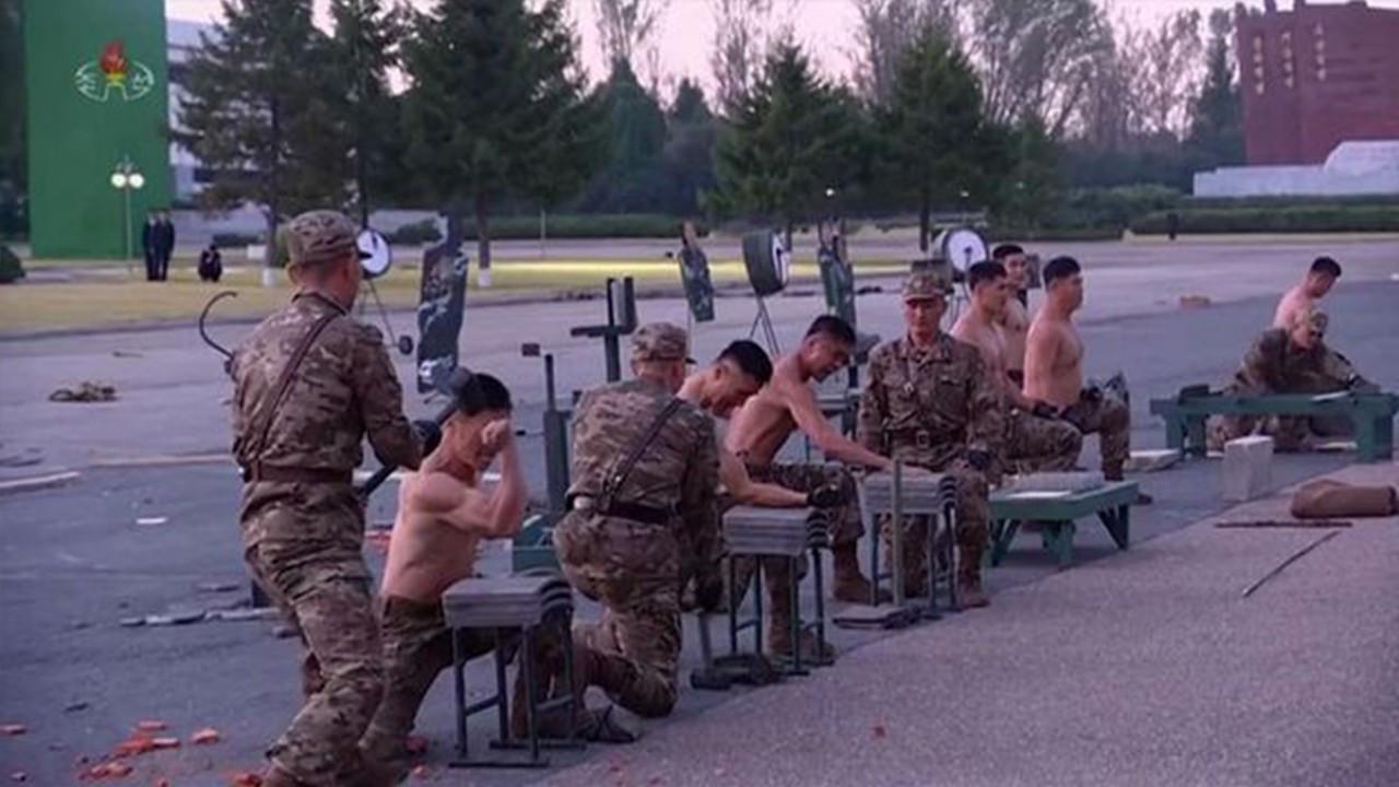 Kuzey Kore'nin 'yenilmez askeri gücü' görüntülendi