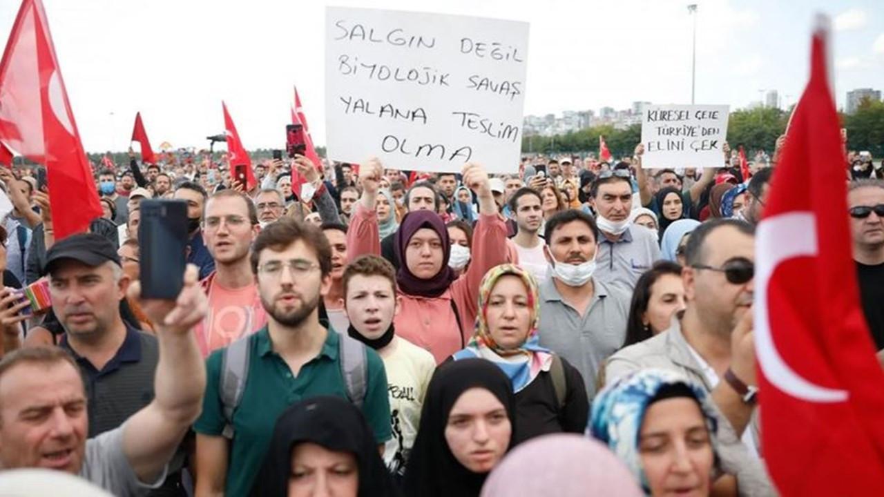 Aşı karşıtları bu kez İzmir'de devrede: Miting hazırlığı yapıyorlar