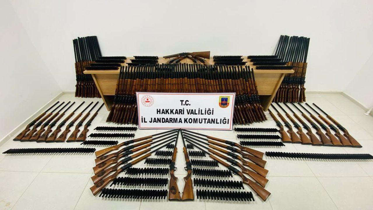 Hakkari'de ruhsatsız 110 av tüfeği ele geçirildi