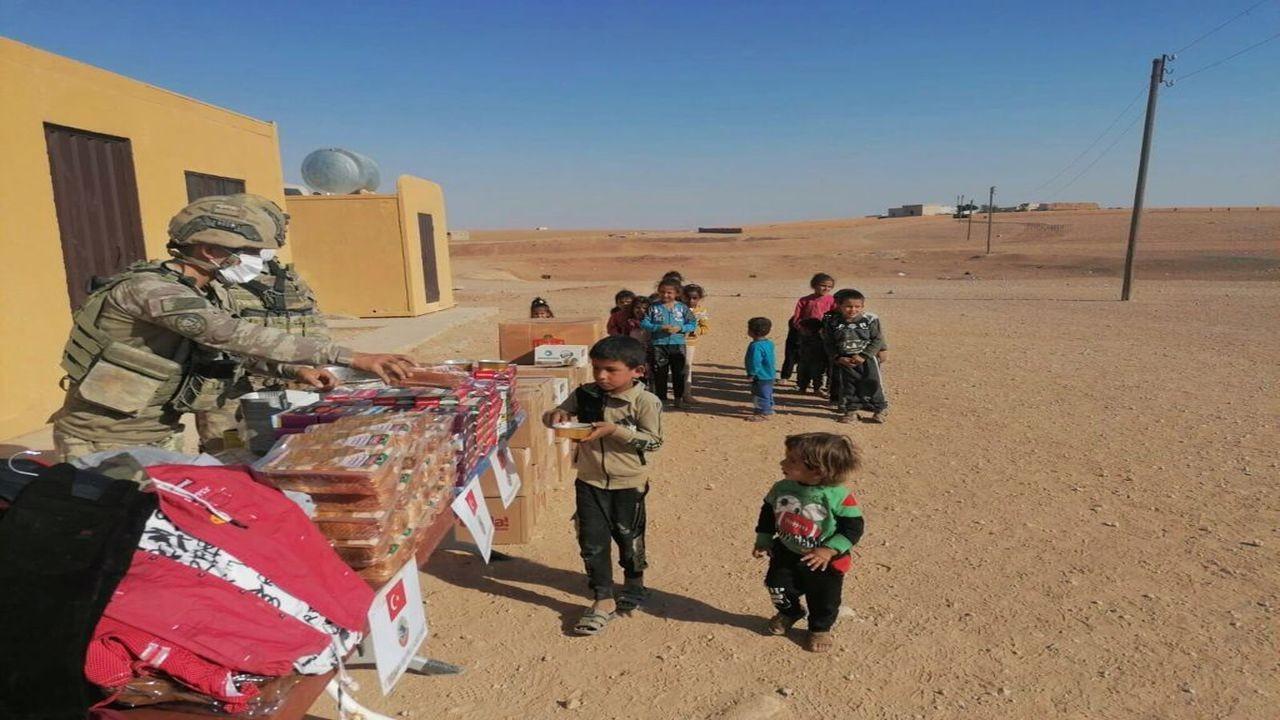 Barış Pınarı bölgesinde ihtiyaç sahiplerine yardım