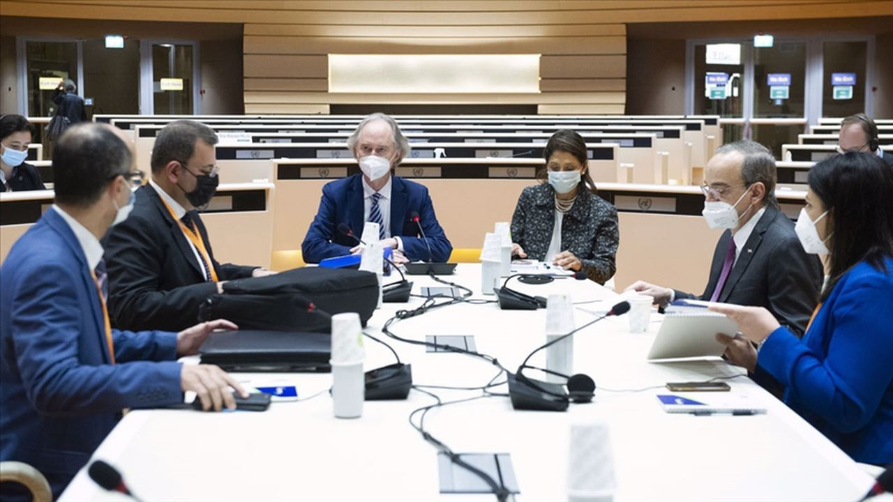 Suriye Anayasa Komitesi masaya oturdu